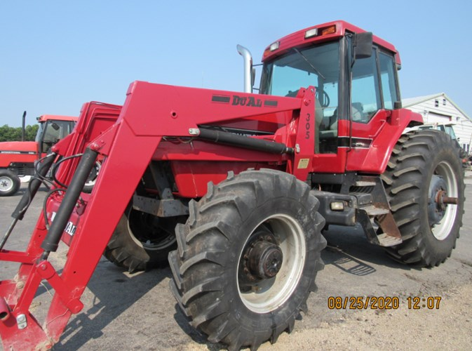1989 Case IH 7110 MFD Tractor For Sale