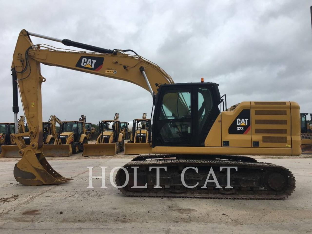 2018 Caterpillar 323 Image 1