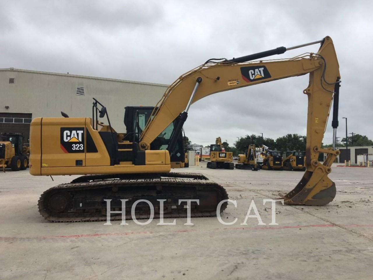 2018 Caterpillar 323 Image 3