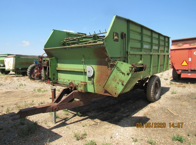 John Deere 714 Feeder Wagon-Portable For Sale