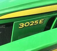 2021 John Deere 3025E Thumbnail 3