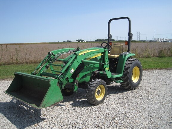 2007 John Deere 3320 Tractor - Compact Utility For Sale