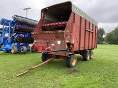 Forage Boxes and Blowers For Sale New Holland 716