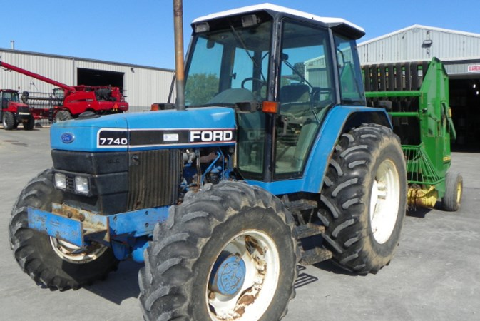 New Holland 7740 Tractor For Sale