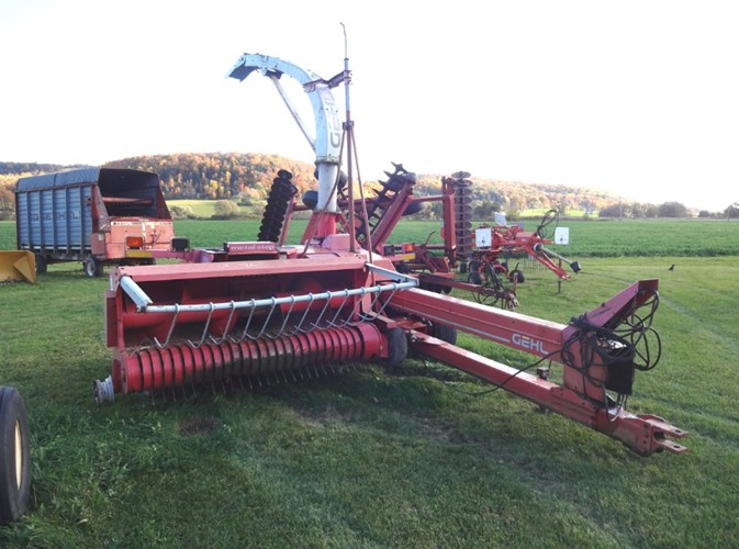 Gehl CB1085 Forage Harvester-Pull Type For Sale