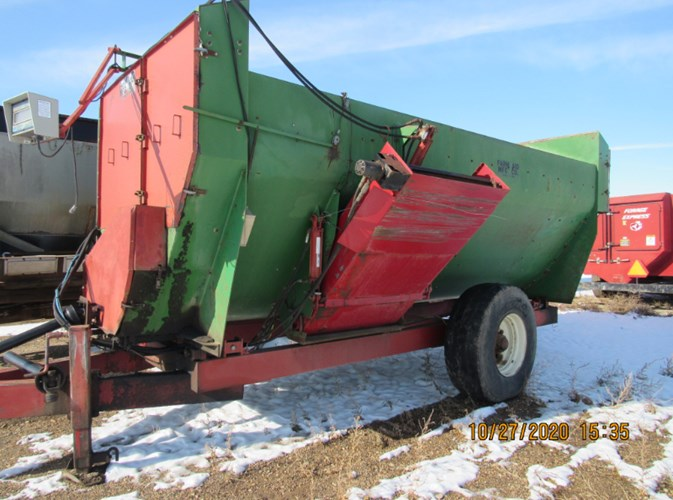 Farm Aid 560 Feeder Wagon-Portable For Sale