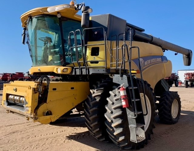 2012 New Holland CR8090 Combine For Sale