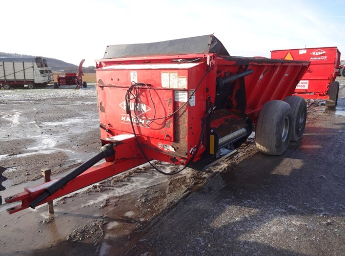 2012 Kuhn Knight 8118T Manure Spreader-Dry/Pull Type For Sale