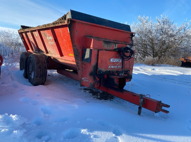 Knight 8124 Manure Spreader-Dry For Sale