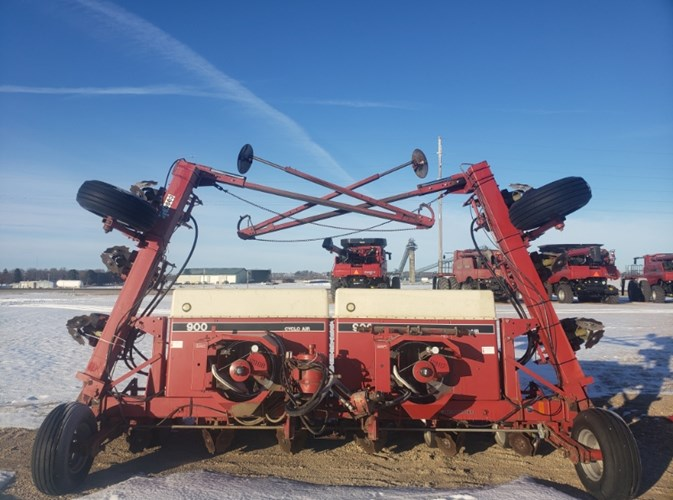 IH 900 Planter For Sale