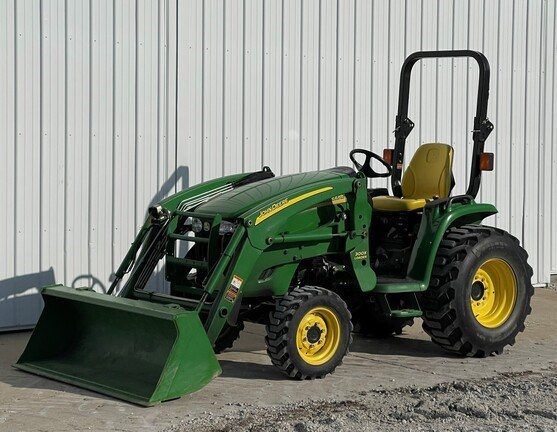 2011 John Deere 3320 Tractor - Compact Utility For Sale
