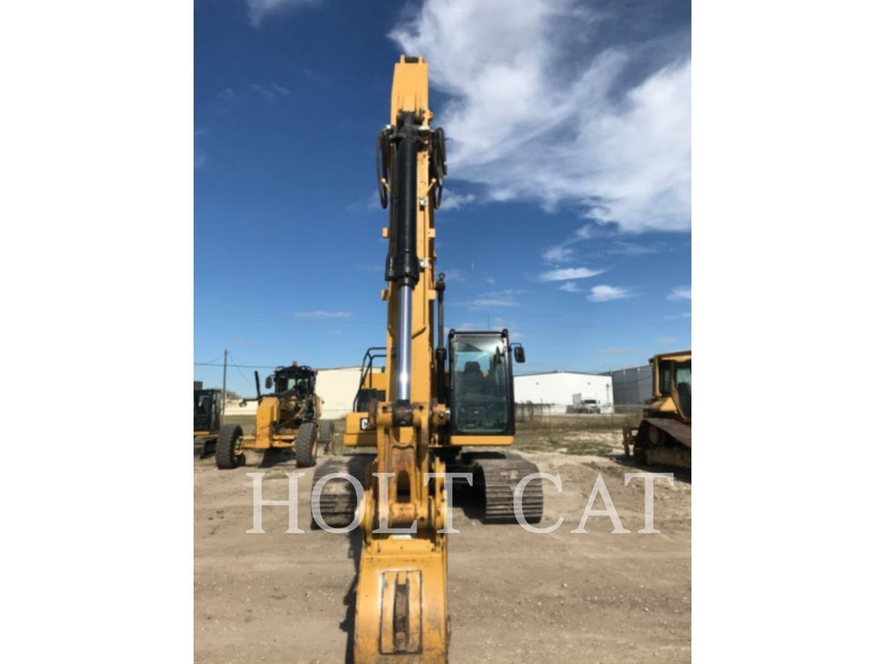 2019 Caterpillar 320 Image 2
