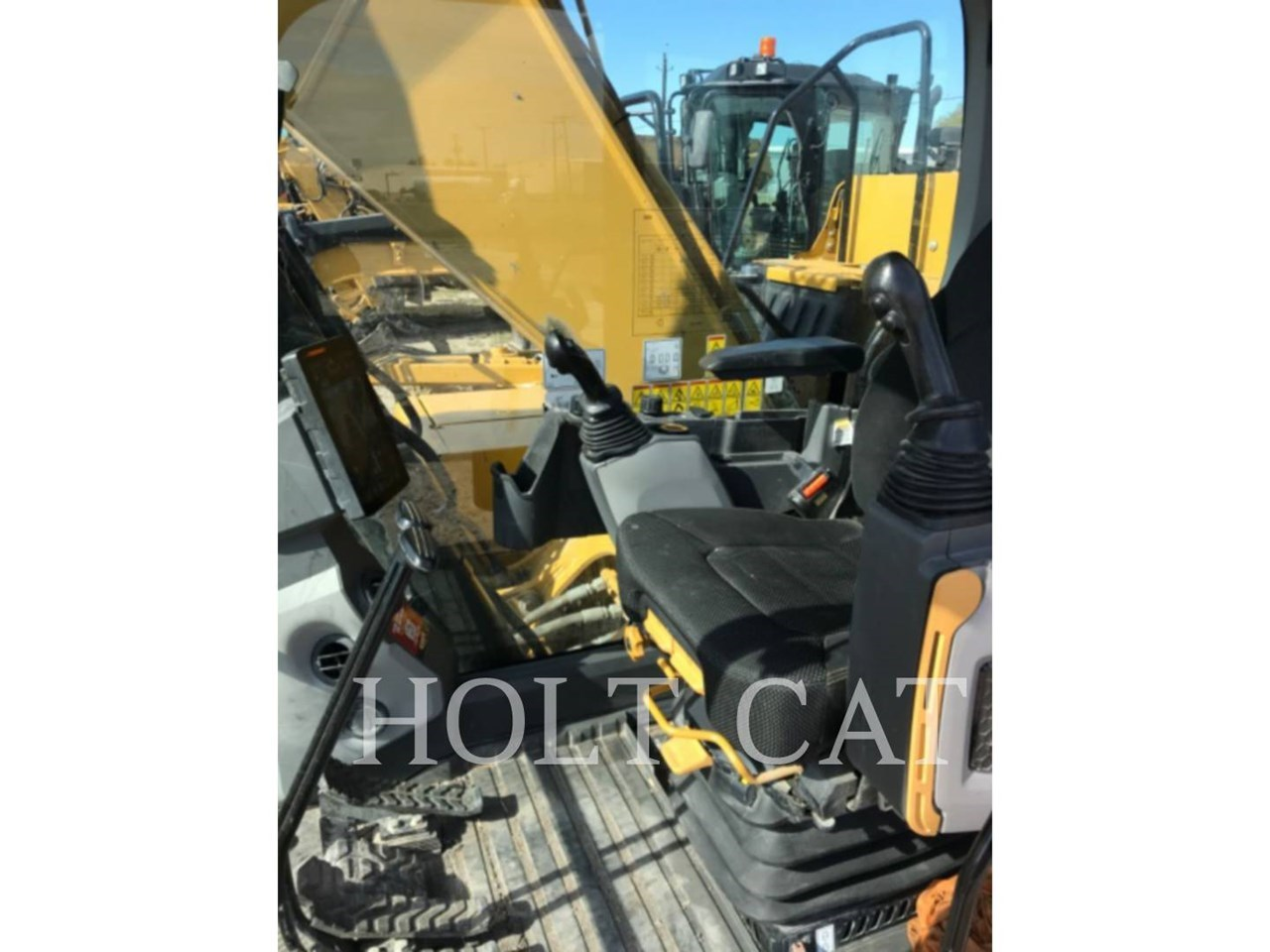 2019 Caterpillar 320 Image 8