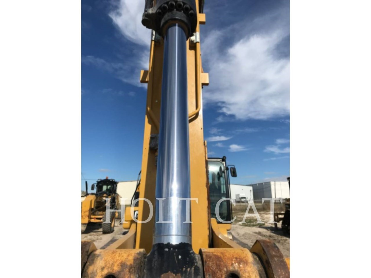 2019 Caterpillar 320 Image 9