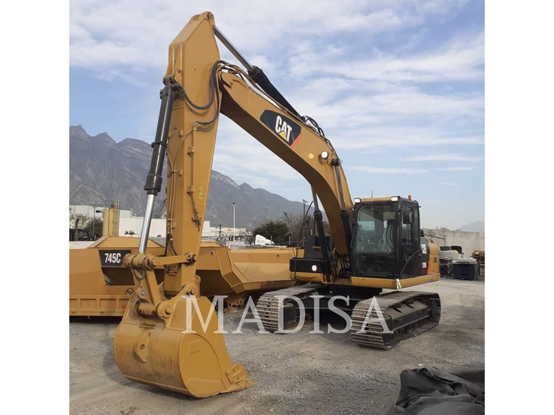 2014 Caterpillar 320D2 Image 1