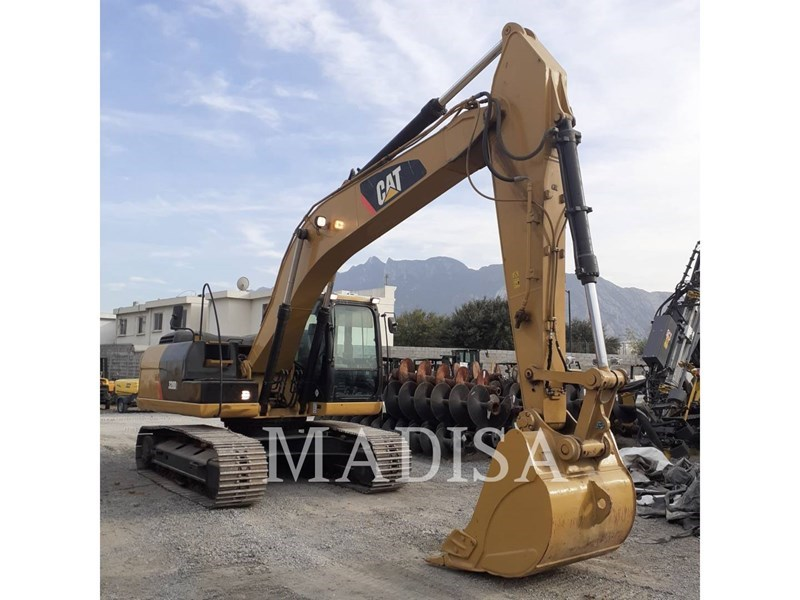 2014 Caterpillar 320D2 Image 2