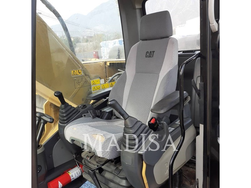 2014 Caterpillar 320D2 Image 11
