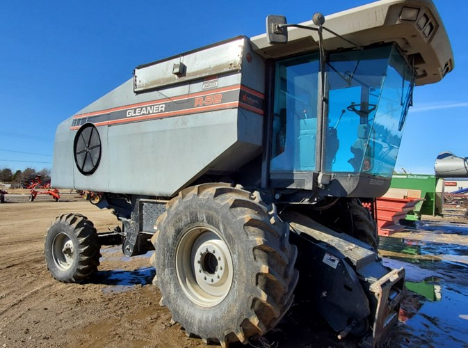 1996 Gleaner R52 Combine For Sale