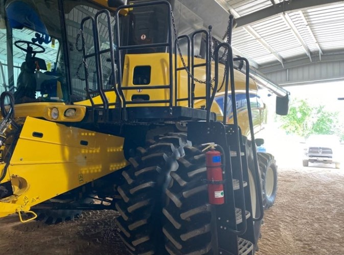 2012 New Holland CR8080 Combine For Sale