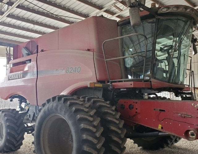 Case IH 8240 Combine For Sale