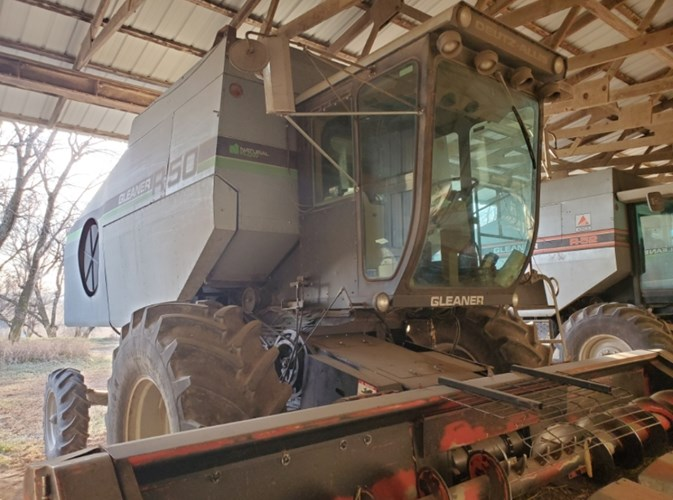 1987 Gleaner R50 Combine For Sale