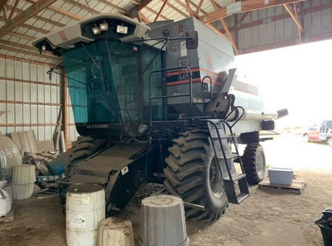 1992 Gleaner R62 Combine For Sale