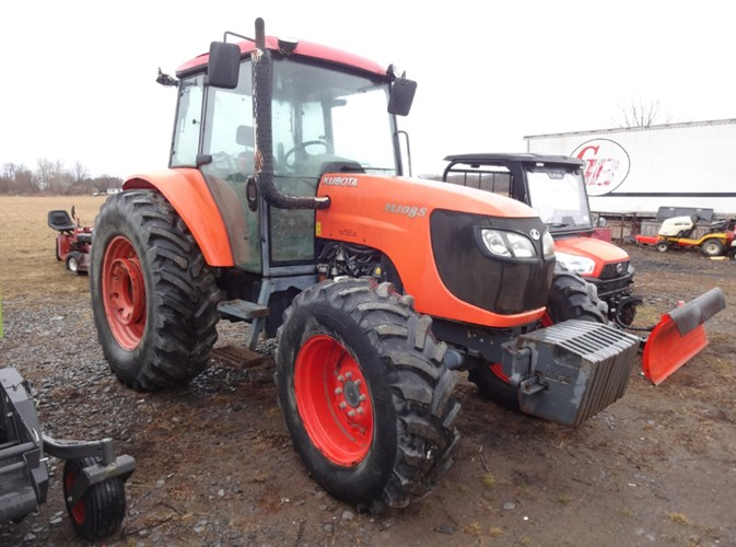 2011 Kubota M108SHDC Tractor - Row Crop For Sale