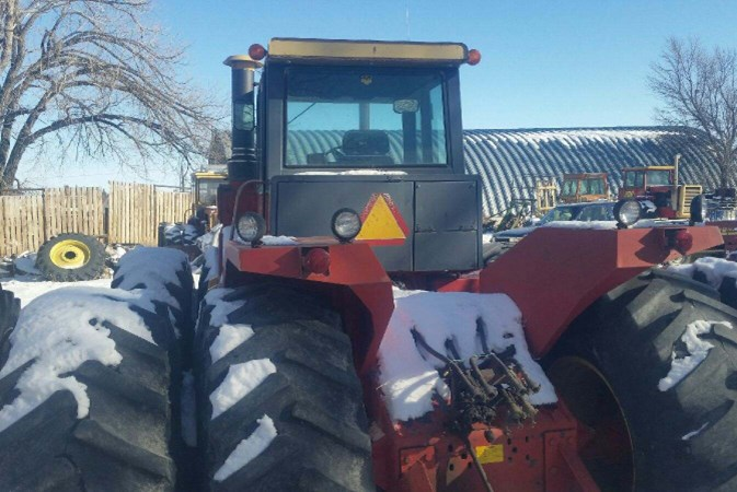 1983 Versatile 895 Tractor - 4WD For Sale