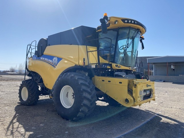 New Holland CR7.90 Combine For Sale