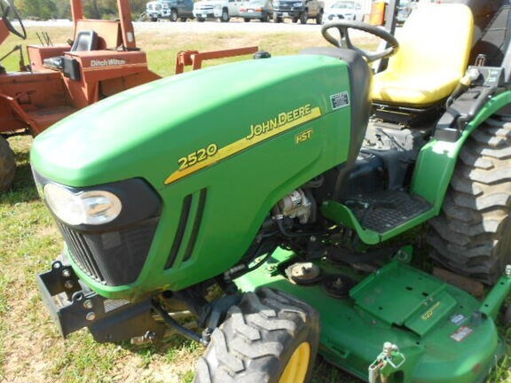 2011 John Deere 2520 Tractor - Compact Utility For Sale