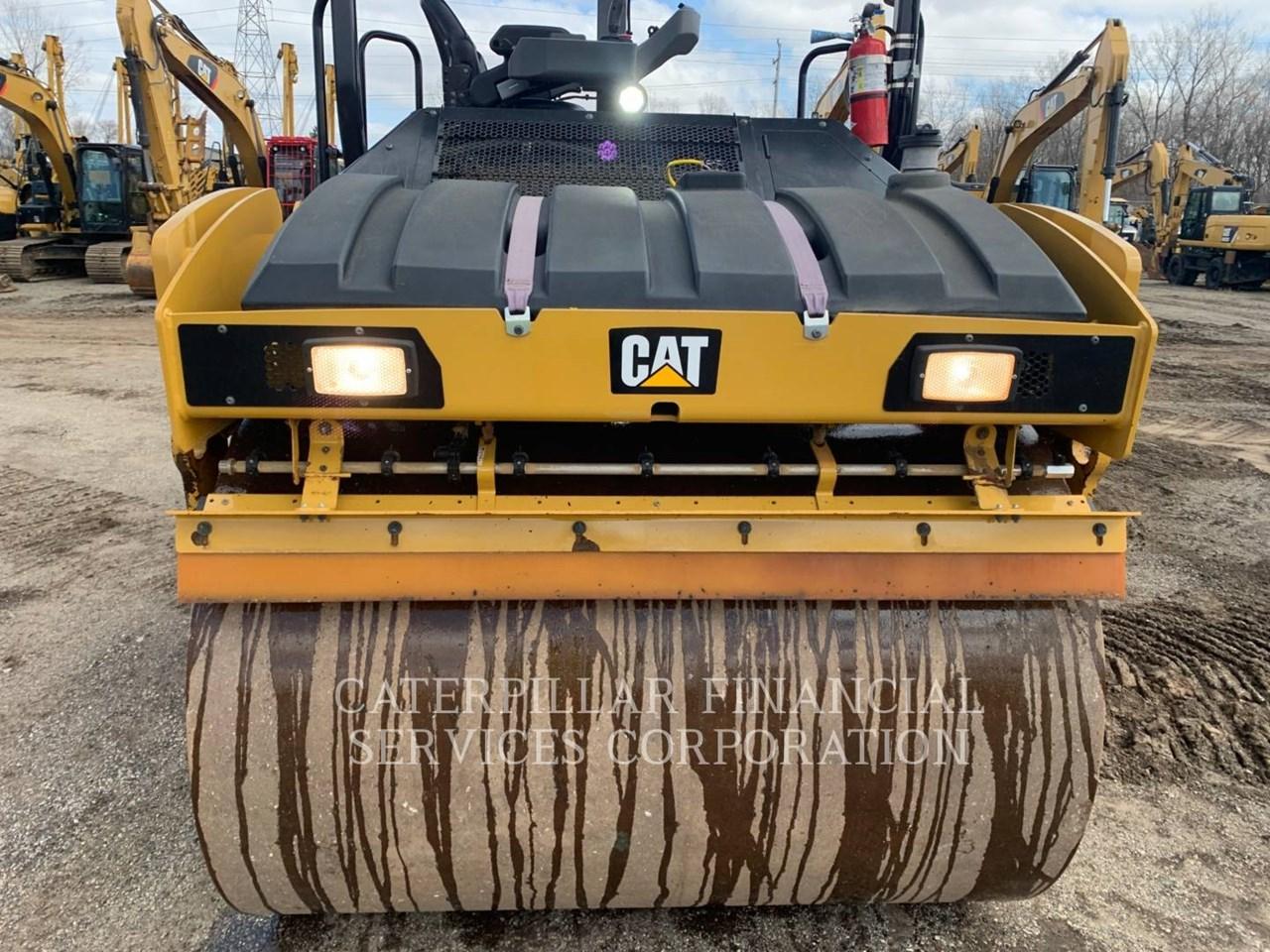 2017 Caterpillar CB10 Image 14