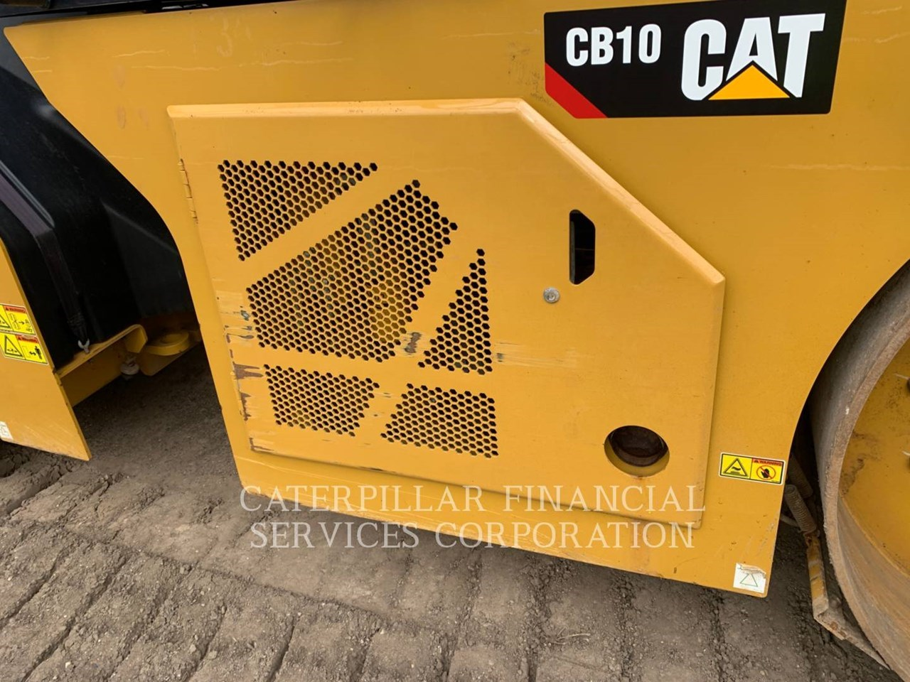 2017 Caterpillar CB10 Image 12