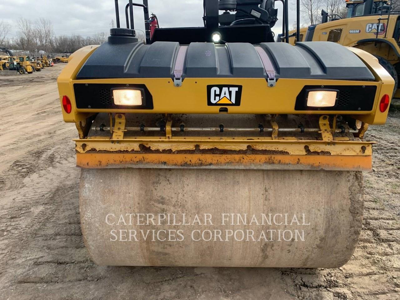 2017 Caterpillar CB10 Image 17