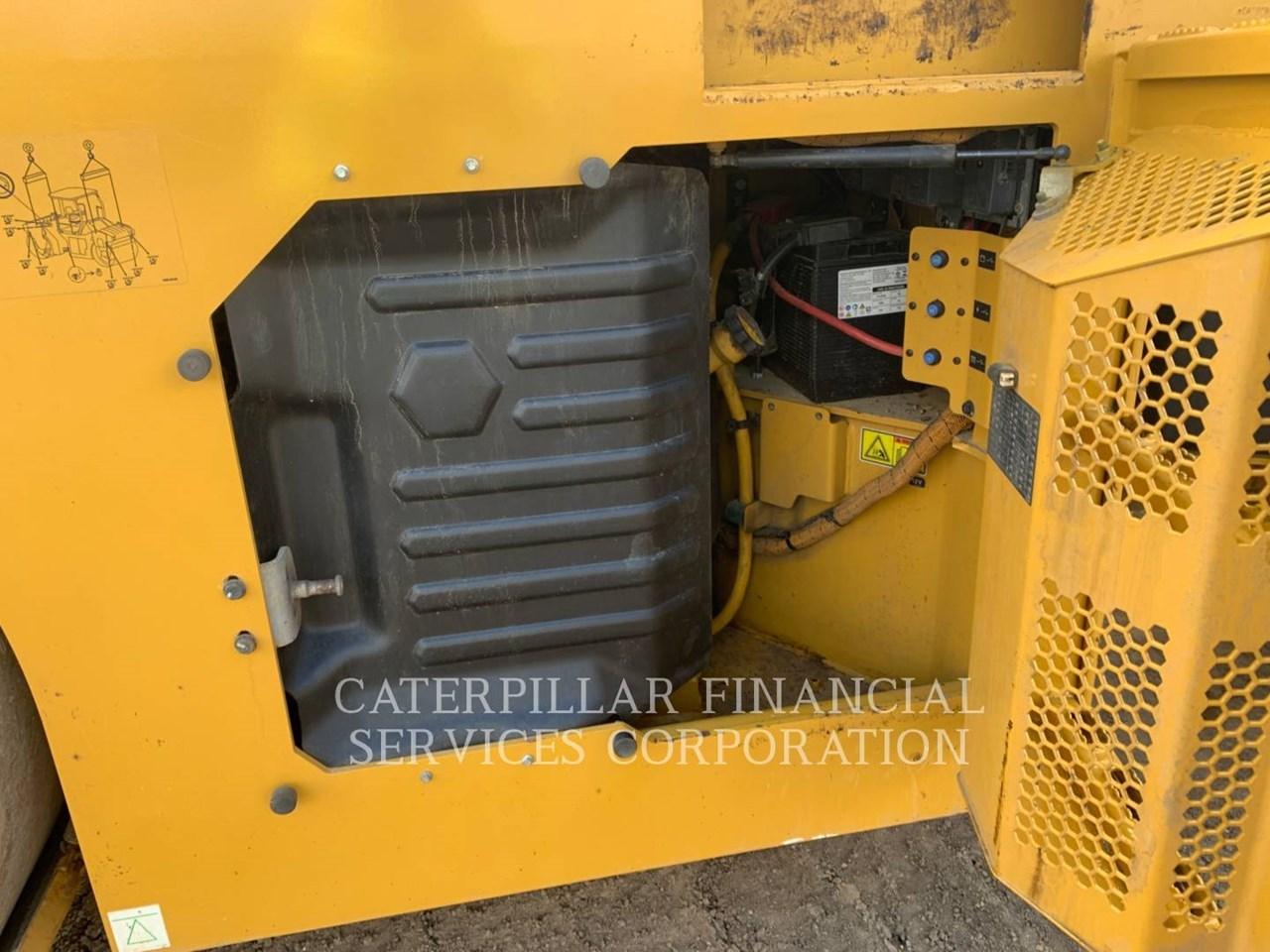 2017 Caterpillar CB10 Image 19