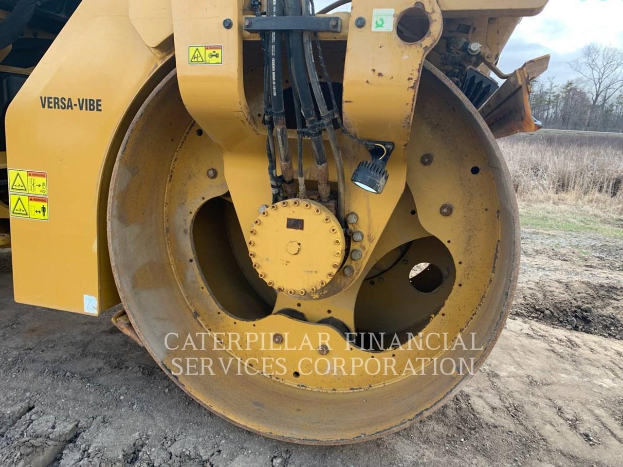 2017 Caterpillar CB10 Image 20