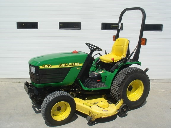 2000 John Deere 4100 Tractor - Compact Utility For Sale