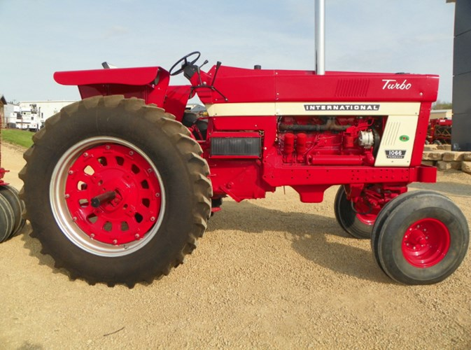 1974 IH 1066 Tractor For Sale