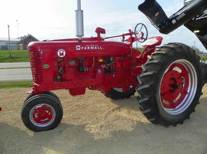 1952 IH Super M Tractor For Sale