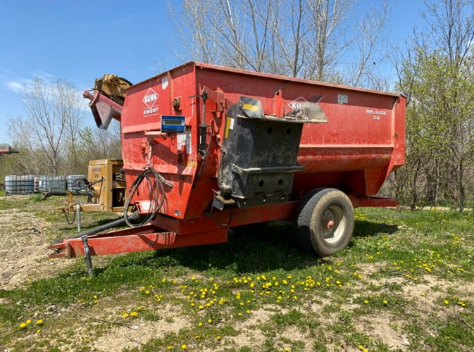 2012 Kuhn Knight 3142 Feeder Wagon-Portable For Sale