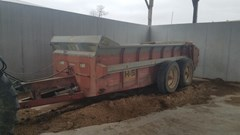 Manure Spreader-Dry/Pull Type For Sale 2000 H & S MS370