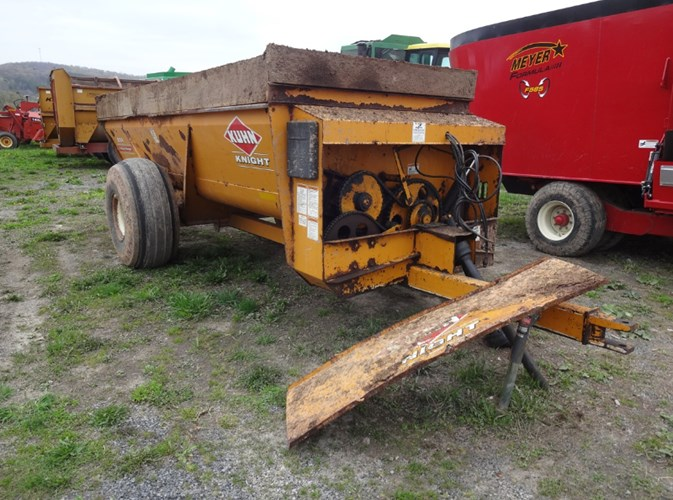 Kuhn Knight 8114 Manure Spreader-Dry/Pull Type For Sale
