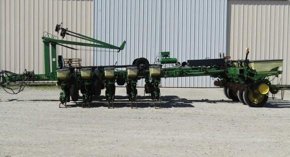 1995 John Deere 7200 Planter For Sale