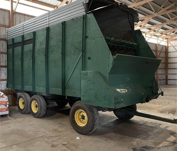 Badger BN1050 Forage Box-Wagon Mounted For Sale