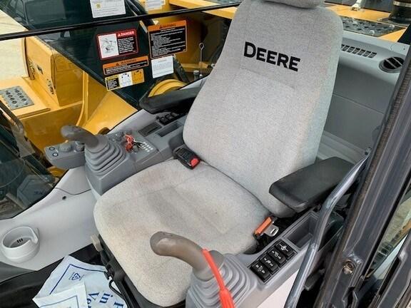 2019 John Deere 250G LC Image 7