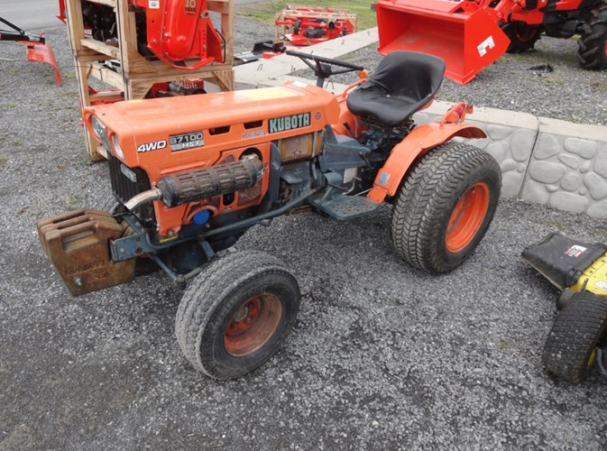 1981 Kubota B7100HST Tractor - Compact Utility For Sale