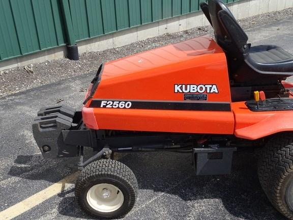 2000 Kubota F2560 Image 6