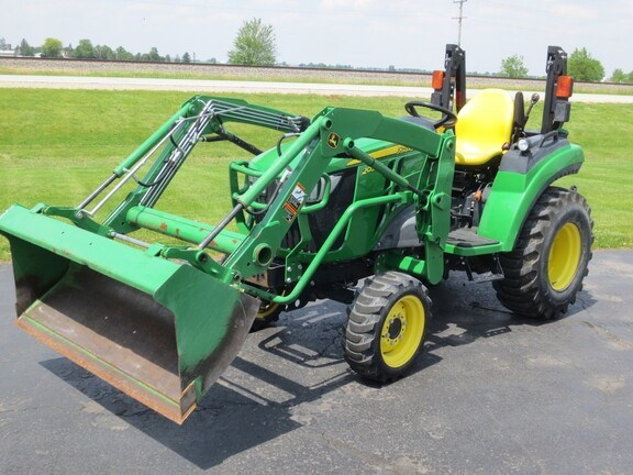 2017 John Deere 2032R Tractor - Compact Utility For Sale