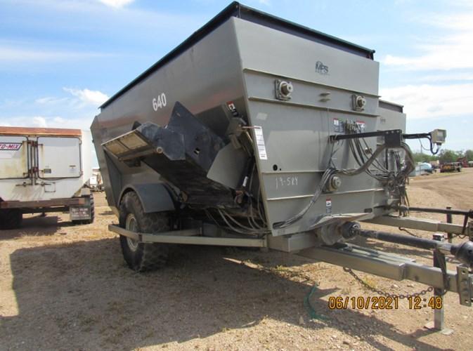 2019 Meyerink Farm Service 640 RH Feeder Wagon-Portable For Sale