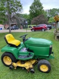 Lawn Mower For Sale 1996 John Deere 325 , 17 HP