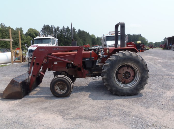 Case IH 685 Tractor - Utility For Sale